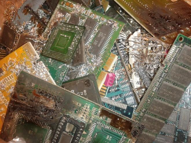Recyclage composants électroniques obsolescence programmée